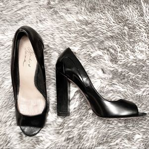 Black leather chunky heel leather pumps